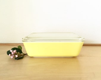 Yellow Pyrex Baking Dish with Lid / Primary Color Yellow Pyrex Ovenware 1-1/2 Qt. / Refrigerator Pyrex Dish / 503 Pyrex with Clear Glass Lid