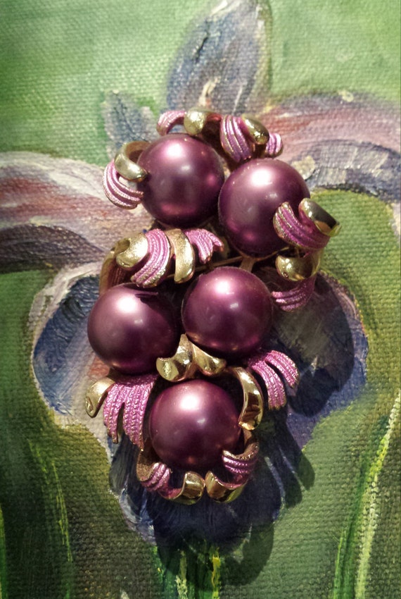 Purple pearl and gold vintage brooch