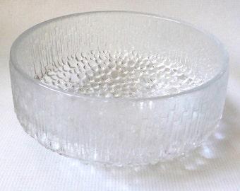 Iittala 'Ultima Thule' large glass fruit bowl, Tapio Wirkkala 1970s retro. Clear textured serving dish, 20cm wide. Finnish/Finland Modernist