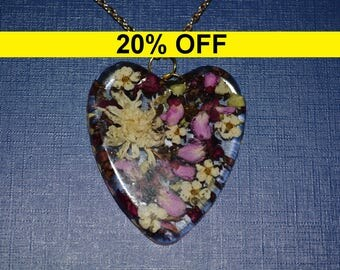 20% OFF - Resin Pressed Flowers Necklace. Heart Pendant, Real Flowers Necklace, Wearable Terrarium