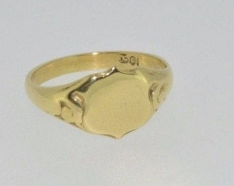 Vintage 18ct yellow gold shield signet ring size M