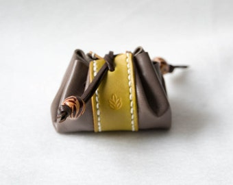 Leather lace pouch