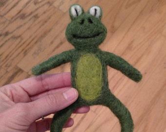 Newborn frog prop, Newborn felted prop, felted frog, frog stuffy,  newborn frog, newborn felted stuffy, felted lovey, frog lovey, frog prop