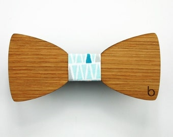 Wooden bow tie with Oyan fabric