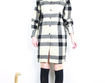 French Vintage 1980s Shirt Dress / Black & Ivory Plaid Wool Dress 80's Slouchy Boyfriend Loose fit 60's inspired Rockabilly Retro Mod Small