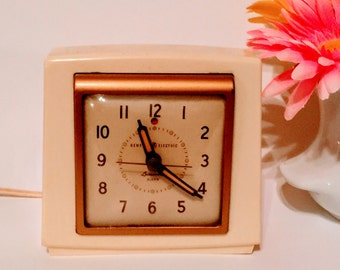 Vintage Art Deco Off-White Alarm Clock, Bakelite Clock, Brass Trim Face, Electric Clock, Retro Clock, General Electric Clock, Retro Clock