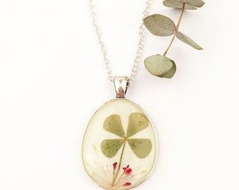 Lucky clover necklace, 4 leaf clover pendant, Botanical resin pendant, Silver necklace with real clover, Resin jewelry, Real flowers pendant