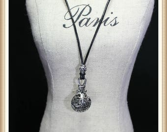 Antique Silver Flower Pattern Pendant Necklace