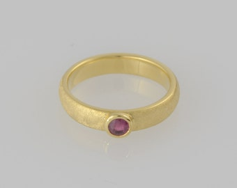 Ring • Ruby • cabochon • gold