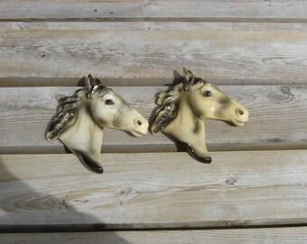 Figurines chevaux plâtre. Déco Vintage. France.