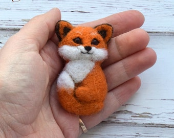 Cute Fox. Fox pin. red fox brooch. Needle felted brooch. Felted jewelry. Cute gift. MADE TO ORDER