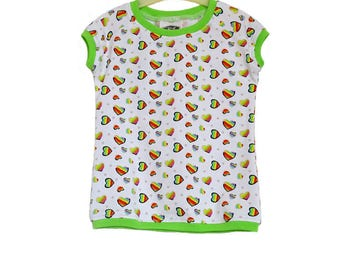 Girl shirt me hearts in rainbow colors. Available in many sizes. Kind. No 4001