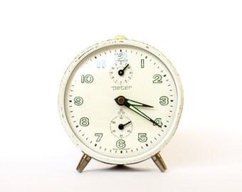 Vintage alarm clock Peter - White Mint Alarm - Mechanical clock - Retro Germany 1970 - fluorescent arrows time Wind up