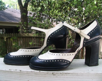 Vintage 60's 70's Two Tone 2-Tone Platform Navy and White Spectator Mary Jane Buckle Shoes Made in Spain Size 7