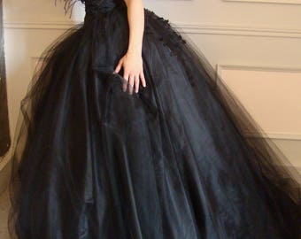 """Opéra"" black style wedding dress in tulle-lace and true quality feathers"
