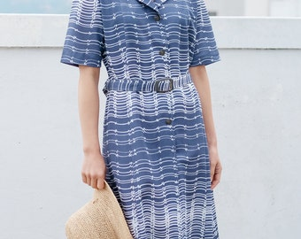 Blue and white horizontal striped pattern dress / Japanese vintage / Calf length / Notched collar / Size medium