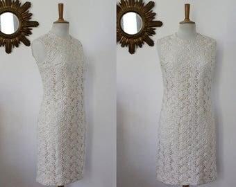 Dress in lace, embroidery, vintage crochet, floral pattern, white ivory beige, boho Bohemian, 60's 70's Sleeveless, mini, slinky, M