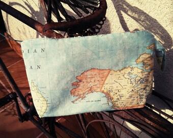 World map tote bag. Tote bag with handle. Tote bag to hang on the wrist.