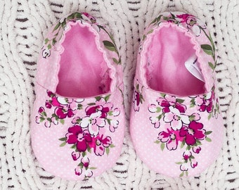 Floral (Carnation) Baby Booties & Matching Knot Headband