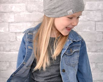 Tuque beanie - spring - Reversible - gray - flowers - butterflies - handmade in Quebec