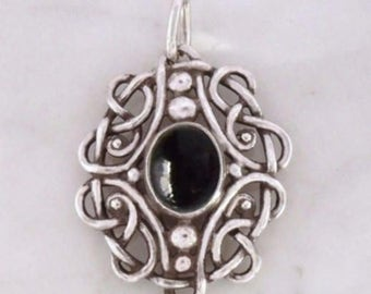"Silver Pendant with Onyx ""Celtic ball tendrils"""