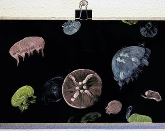 On BROKEN SCREEN Colorful jellyfish in the deep ocean