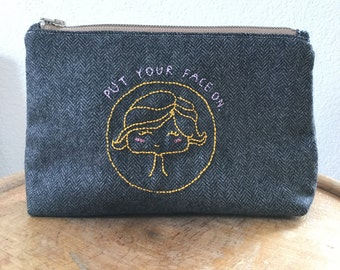 Cosmetic bag with zipper * embroidered *.