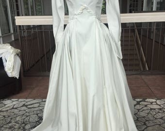 Beautiful Vintage Wedding Gown with Embellished Bodice #277