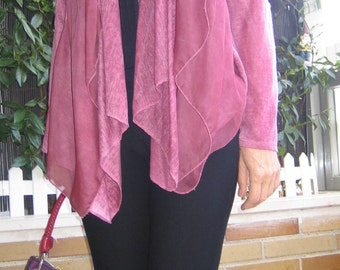 Jacket in purple. Jacket with transparencies at the front. Stylish jacket.