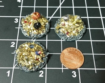 Small Treasure Pile Metal Base x1 Gold Fantasy Dungeon Loot Miniature Weapons Armor D&D Mini