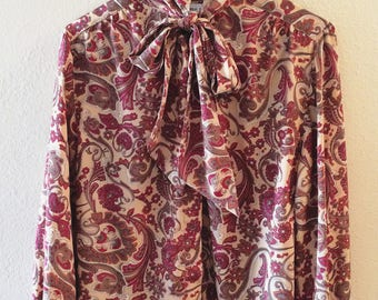 Alfred Dunner 70s gold silky paisley tie-neck blouse - size 10