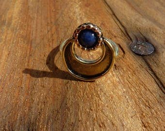 Brass ring 'Crescent Moon' with lapis-lazuli