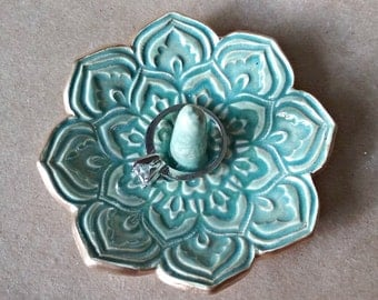 Ceramic Lotus Ring Holder Sea Green edged in gold
