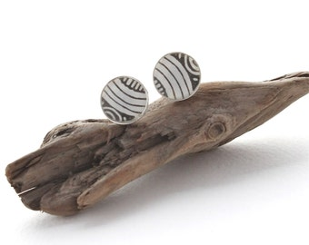 Black & White Simple Circle Stud Earrings, Paper and Resin Studs, Everyday Earrings, Unisex Studs for Men or Women, For Sensitive Ears