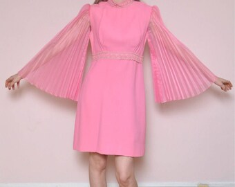Vintage 60s Mod Bubblegum Pink Bell Sleeve Dress // Sheer Bell Angel Sleeves Mini Dress - Size L