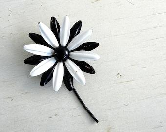 Black White Daisy Flower Brooch | Enamel Flower Pin | Black White Vintage Flower Pin | Enamel Jewelry | Enamel Daisy Pin | Vintage Jewelry