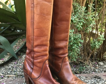 Vintage 70s leather FRYE knee high boots / Womens size 9 Frye boots / Stacked wood heels and worn in to perfection
