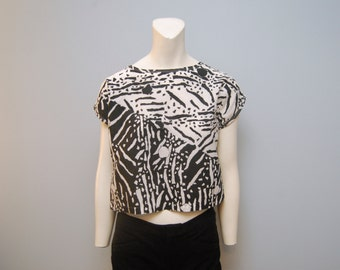 Vintage 1980's Black and White Abstract Geometric Pattern Julie Girl Crop Top Blouse Shirt with Short Sleeves