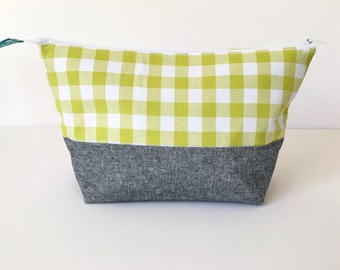 knitting project bag, green gingham knitting bag, crochet storage pouch, gifts for knitters, travel knitting case, WIP pouch, sock knitting