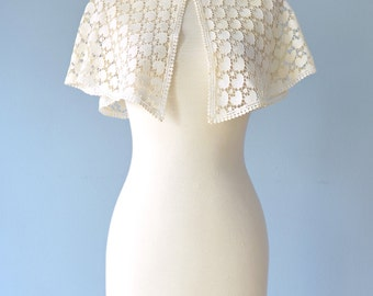 Antique Lace Capelet...Vintage Ivory Heart Pattern Lace Capelet Wedding Coverup