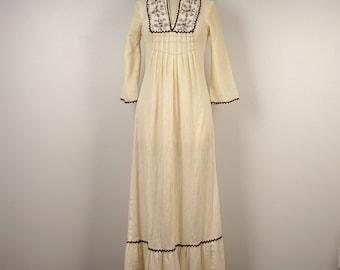 ivory off white dashiki embroidered hippie dress Boho Festival cotton angel Sleeve Hippy caftan 70s vintage maxi peasant prairie small