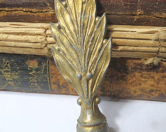 Vintage Iron Leaf Lamp Finial with Antiqued Brass Finish, Lighting Accessory, Lamp Hardware