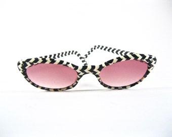Vintage chevron cat eye glasses. Black and white stripe pattern. Frame France. Tinted pink non-prescription lenses. 48-20
