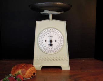 Vintage Antique German 10 Kilo Kitchen Scale /  Weight Scale / White Enamel and Cast Iron Rustic Scale / Farmhouse Scale / Nordic Style