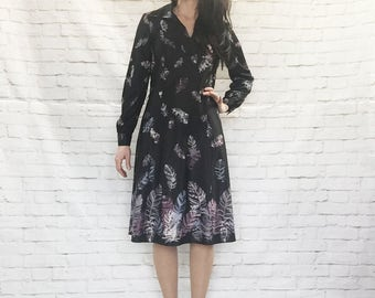 Vintage 70s Cascade Feather Novelty Print Midi Dress Black Pointed Collar Long Sleeves M L