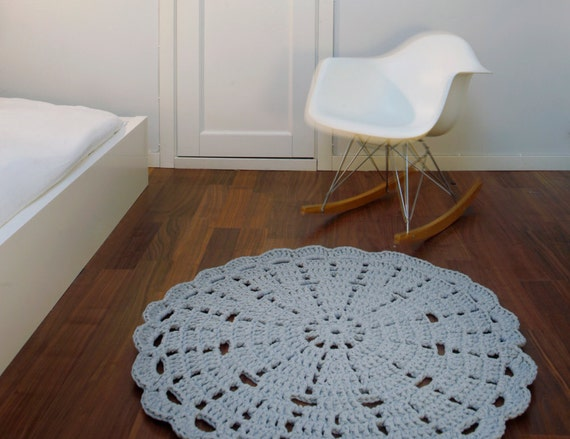 90 cm (35,4 in) lace rug by Hooked Design