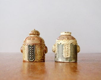 Vintage Japanese Stoneware Shaker King / Queen Shakers - UCTCI / Knobler / Viking