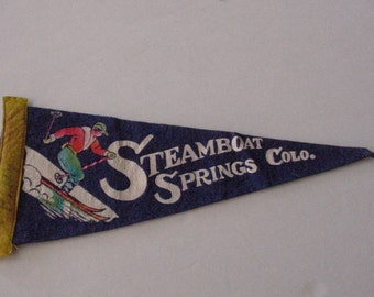 1960's STEAMBOAT SPRINGS Colo. Green Felt Pennant Snow Ski Souvenir Patch Flag