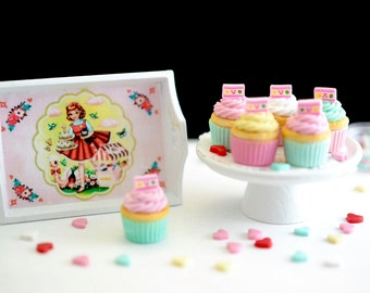 Sweet Petite 1:6 Scale Candy Cupcakes with Kitschy Serving Tray for Blythe
