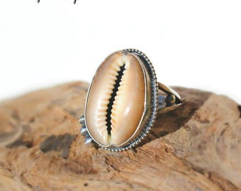 Hawaiian Purple Top Cowry Shell Set in Sterling Silver Handcrafted Ring - Size 8
